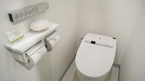 【全タイプ】清潔感あるトイレを完備。サニタリー用品や消臭スプレーあり。