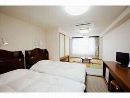 和洋室 (ベッド2台+7畳)