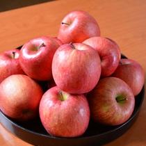 *青森のリンゴ/恵まれた自然環境で育ったリンゴ。色づきがよく、甘くて美味しいリンゴに仕上がります。