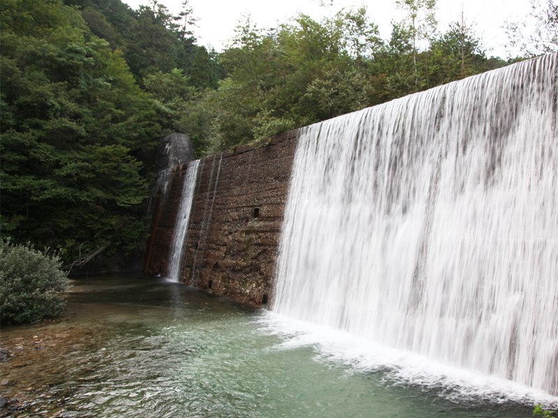 砂防ダムの滝