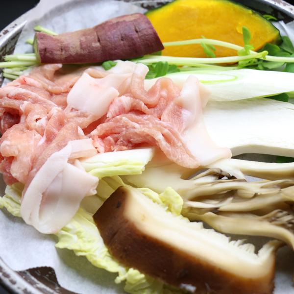 【朝食】「桜王」豚肉を使用した蒸し焼き鍋SPF豚だから安心で安全!