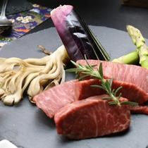 【夕食】大分豊後牛 とろけるような味わいを鉄板で焼いてお楽しみください。