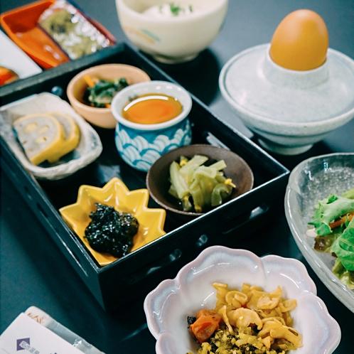 朝の元気は朝食から。体に優しい朝ごはんをご用意しています。