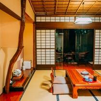 全客室総檜造りの純和風のお部屋。限定客室の離れには客室露天風呂を完備。
