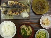 鯵開き焼き魚定食(500円)