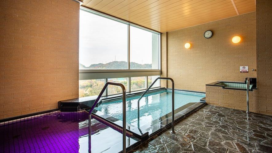 *【展望浴室】遠くの景色を眺めながらゆったりとお湯に浸かっていただけます。