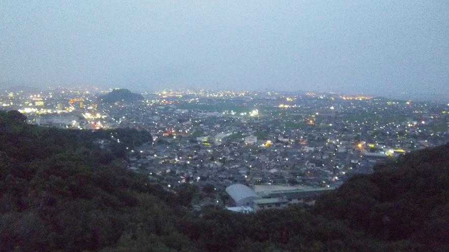 *天気の良い日には、水島工業地帯の美しい夜景をご覧いただけます