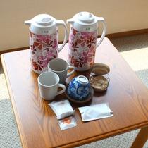 お部屋に備え付けの生姜湯・お茶・紅茶・黒糖・塩はいつでも口にしていただけます