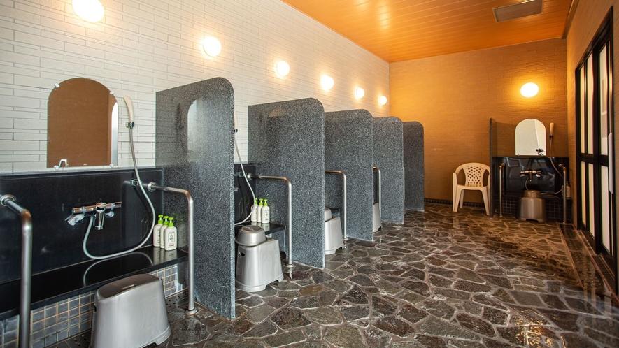 *【展望浴室】洗い場には仕切りがございます。