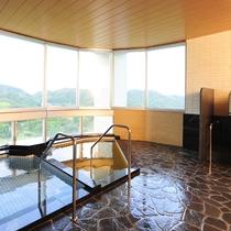 遠くの景色を眺めながらゆったりとお風呂に浸かれます