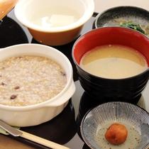 【補食~おかゆメニュー~】玄米がゆを中心としたメニューです