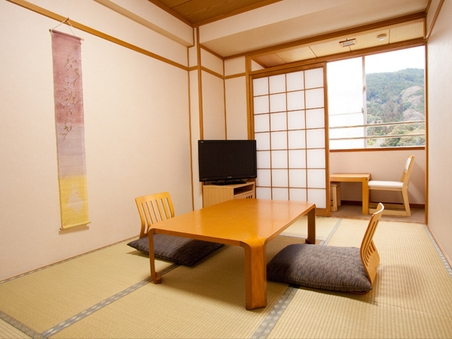 和室6畳(広縁・トイレ・洗面所付き)
