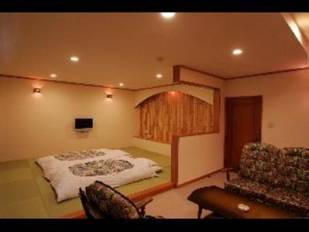 【禁煙】広々!10畳の畳スペースと、8畳のソファースペース
