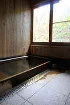ヒノキ造の内風呂