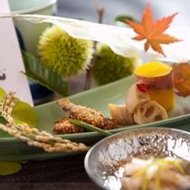 【前菜】いわしハーブ揚げ、薩摩芋蜜煮、秋浸し大根と三葉梅肉和え、真蓮根金平(※一例)