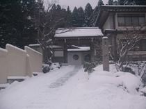 参道の雪景色