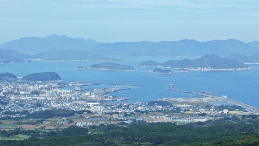 *【周辺】大小140余りの島々からなり、美しい海と豊かな自然に恵まれた島。
