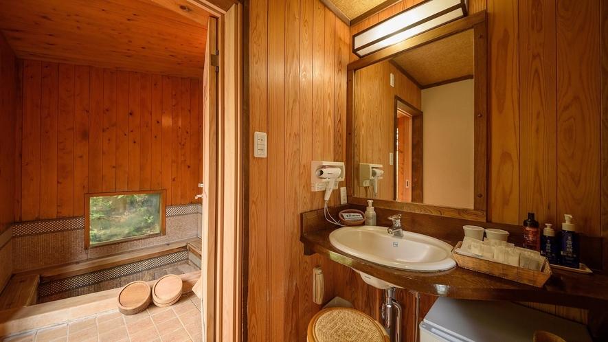 お部屋の奥は専用内風呂となっています