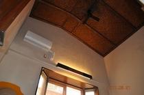 この部屋は天井が4メートルあります。夏でもひんやり。