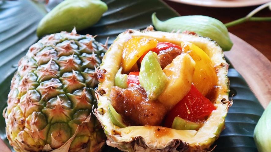 ・お食事一例:トロピカルフルーツを使った一品