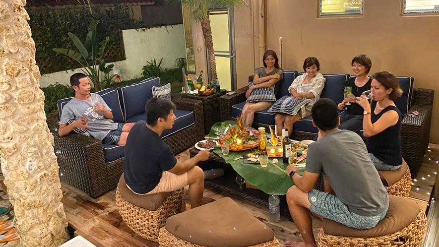 ・【バルコニー】ガーデンソファでゆったり過ごせます