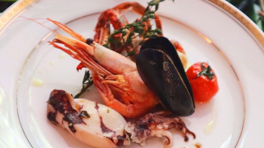 ・お食事一例:海の幸をふんだんに使った料理
