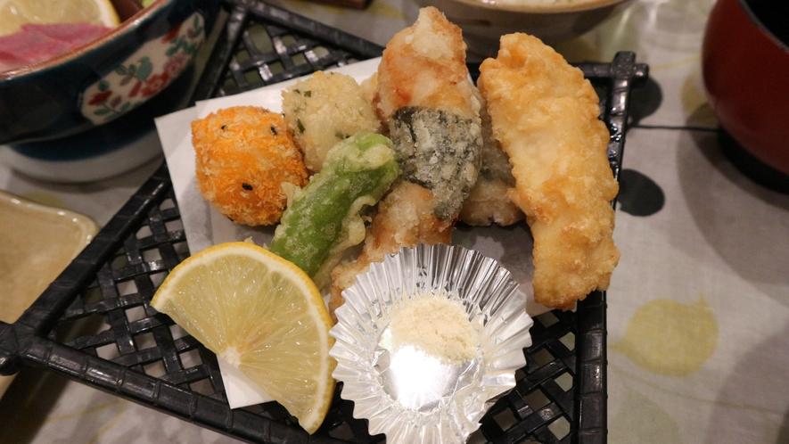 *【夕食一例】かりっとさくっとあつあつの天ぷらです。