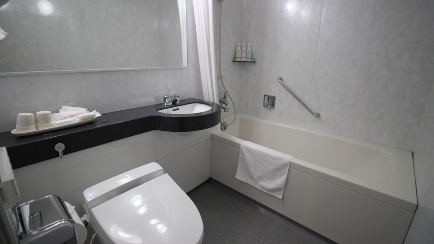 *【洋室ユニットバス(ツイン)】浴槽の備わったユニットバスタイプです。