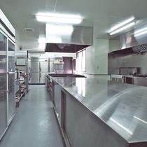 【厨房】こちらで料理長が心を込めて作っております。