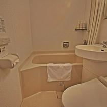 *【洋室ユニットバス(シングル)】浴槽の備わったユニットバスタイプです。