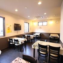 *【レストラン】お食事は食事会場にてご用意。電子レンジや給湯器もご利用いただけます。