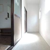 *【施設】お風呂前の廊下☆明るく清潔さを心がけています