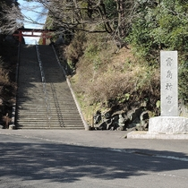 *【霧島神宮】大階段をのぼり、参道を抜ければ社殿がご覧頂けます。