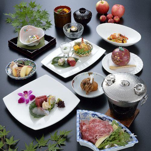 【和洋折衷料理】季節に応じた旬な料理をお楽しみ下さい。地元産にこだわってご提供致します。