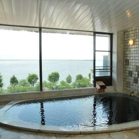【展望風呂】夕暮・朝方などぞれぞれの諏訪湖の姿を眺めながら温泉をお楽しみ下さい。