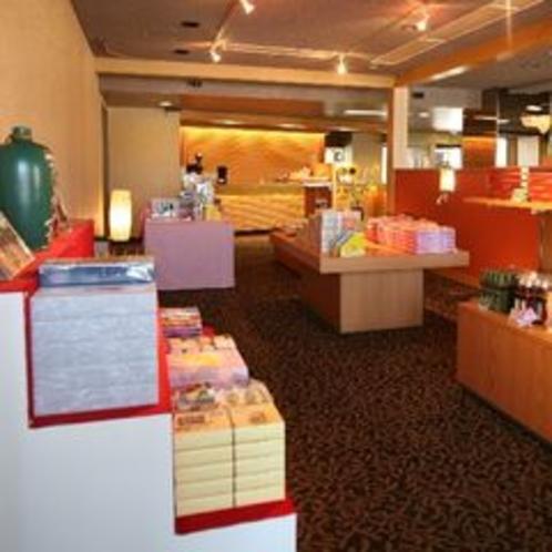【売店】地元・信州のお土産を多数揃えております。