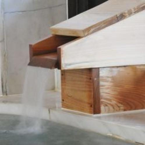 【自慢の源泉かけ流し】良質で新鮮な上諏訪温泉。湯量が豊富な天然かけ流し。