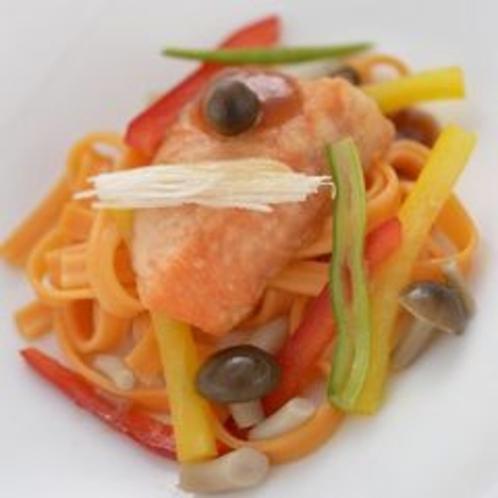 【パスタ】創作料理の自慢の一品です。特に女性の方に好評を頂いてます。