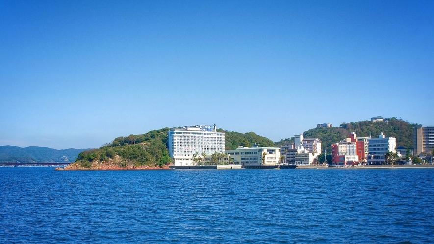 浜名湖から見たホテル外観