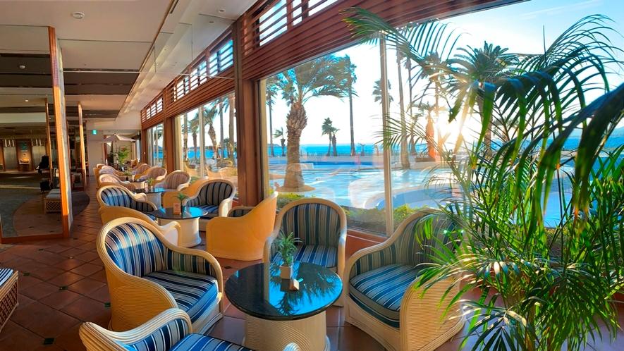 ホテルロビーから眺める浜名湖