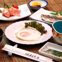 朝食の一例。*
