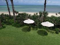 ガーデンテラスと美しいビーチ