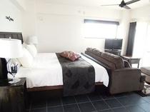 客室壁は、調湿作用のある漆喰で安心安全 夏のジメジメ解消