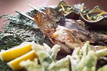 夕食(一例)岩魚塩焼き