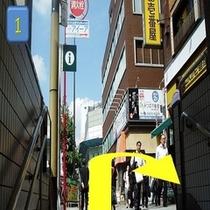 日比谷線1番出口の階段を上り「U」の字を描くように進みます