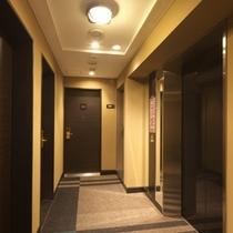 客室フロアエレベーター前