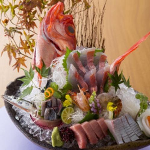 【2015年9月頃のお料理(一例)】旬魚の姿里。旬の海の幸をご堪能ください。