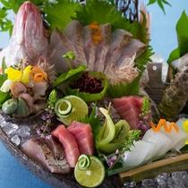 【2016夏のお料理(8月一例)】旬の魚介をお造りでどうぞ。