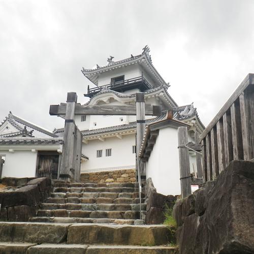*【掛川城】現在の掛川城は、日本初の「本格木造天守閣」として復元されたものです。