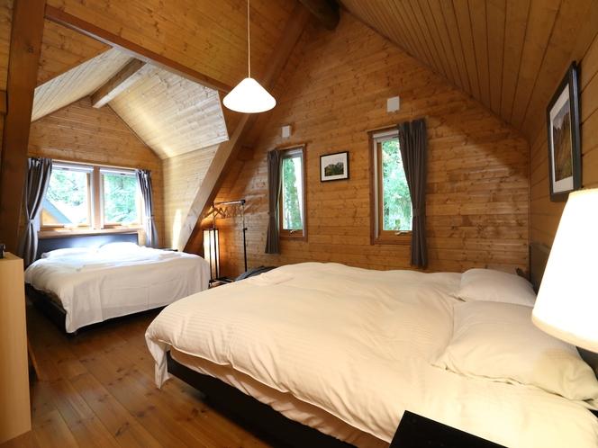 大部屋のベッドルームには大きな極上クィーンベッドが二つあってもゆったり空間